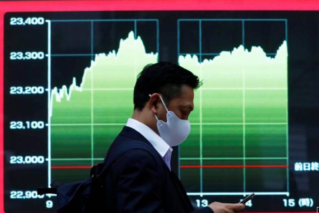 SGX Nifty sits in red on Thursday morning, things you should know before today's Opening Bell.